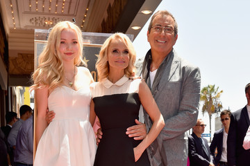 Dove Cameron Kristin Chenoweth Honored With Star on the Hollywood Walk of Fame