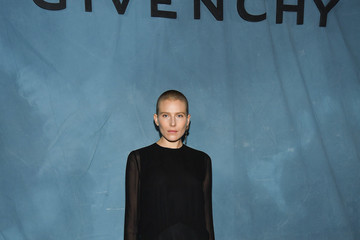 Dree Hemingway Givenchy : Photocall - Paris Fashion Week Womenswear Spring/Summer 2019