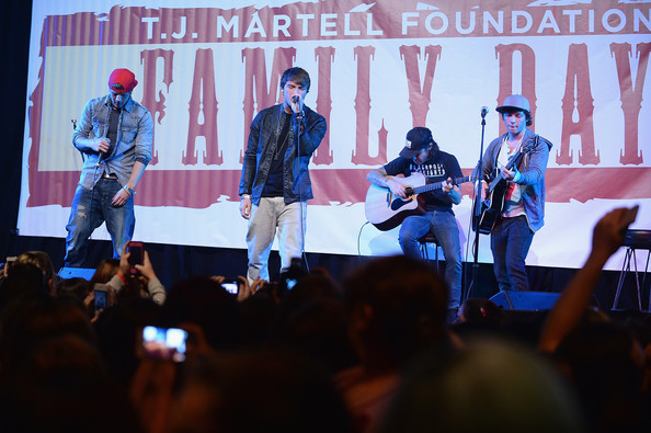"""""""T.J. Martell Foundation's 14th Annual Family Day Honoring Paradigm Talent Agency's Marty Diamond And Family"""" - Performance"""