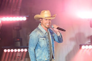 Dustin Lynch Photos Photo