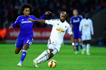Dwight Tiendalli Swansea City v Chelsea - Premier League