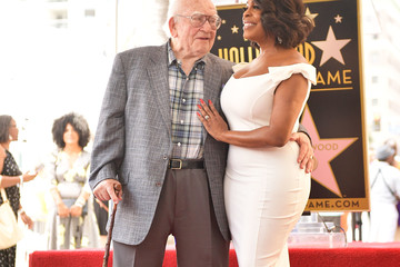 Ed Asner Niecy Nash Honored With Star On The Hollywood Walk Of Fame