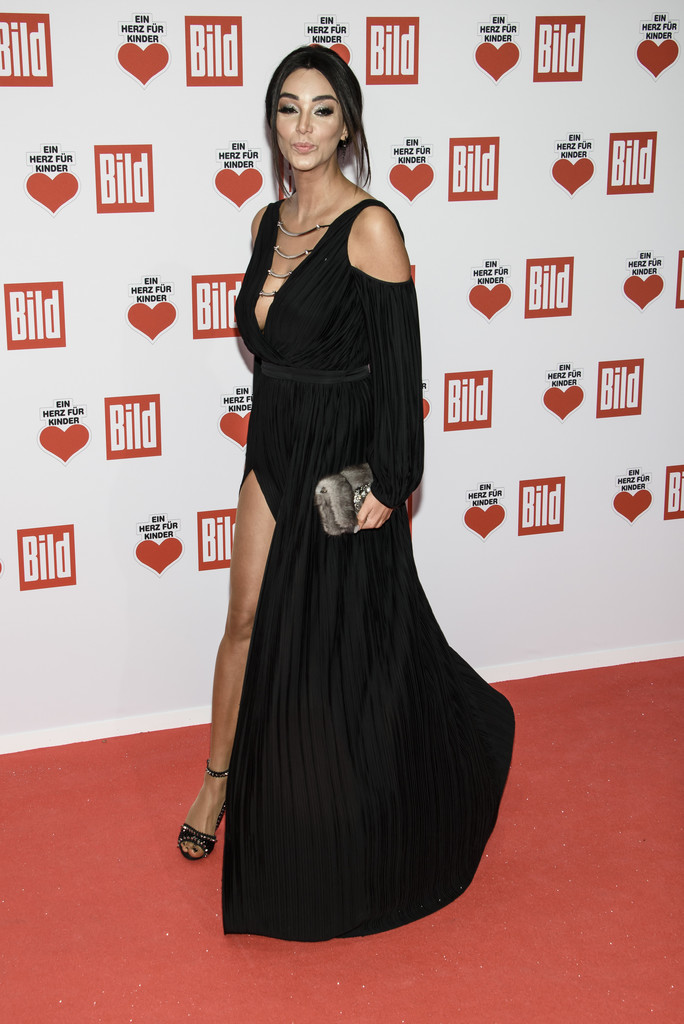 verona pooth in ein herz fuer kinder gala 2016 red carpet arrivals zimbio. Black Bedroom Furniture Sets. Home Design Ideas