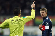Thomas Mueller of Muenchen discusses with referee Harm Osmers during the Bundesliga match between Eintracht Frankfurt and FC Bayern Muenchen at Commerzbank-Arena on December 9, 2017 in Frankfurt am Main, Germany.  (Photo by Alex Grimm/Bongarts/Getty Images) *** Local Caption *** Thomas Mueller; Harm Osmers