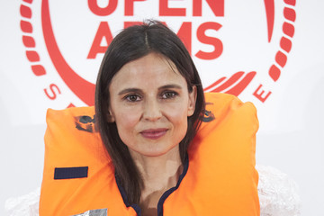 Elena Anaya Javier Bardem And Penelope Cruz Raise Funds For Open Arms