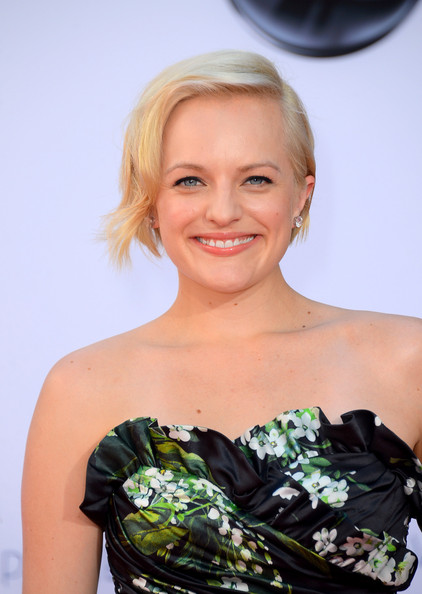 Beauty Crush: Elisabeth Moss is Brunette Again (+ Her 10 Prettiest Hairstyles!)