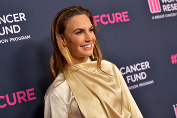 """Elizabeth Chambers WCRF's """"An Unforgettable Evening"""" - Arrivals"""