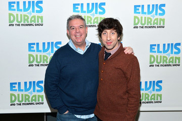 Elvis Duran Simon Helberg Visits a Radio Morning Show