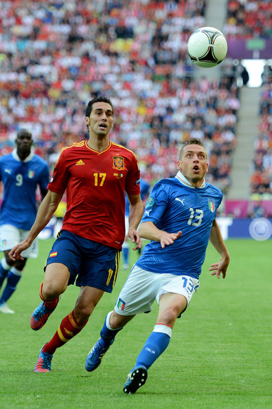 Emanuele Giaccherini Alvaro Arbeloa of Spain and Emanuele Giaccherini of Italy compete for the ball during the UEFA EURO 2012 group C match between Spain and Italy at The Municipal Stadium on June 10, 2012 in Gdansk, Poland.