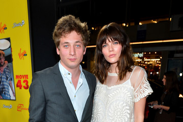 "Emma Greenwell Jeremy Allen White Relativity Media's ""Movie 43"" Los Angeles Premiere - Red Carpet"