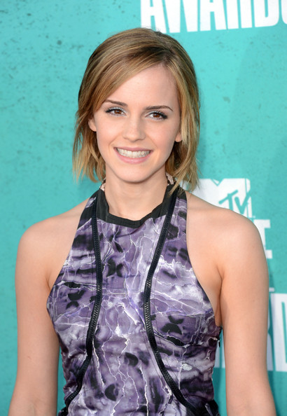 http://www3.pictures.zimbio.com/gi/Emma+Watson+2012+MTV+Movie+Awards+Arrivals+hUvlZy383uvl.jpg