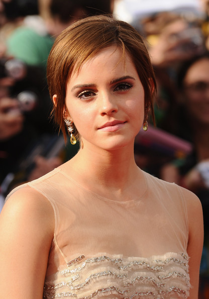 Emma Watson Actress Emma Watson attends the World Premiere of Harry Potter and The Deathly Hallows - Part 2 at Trafalgar Square on July 7, 2011 in London, England.