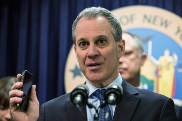 Eric T. Schneiderman NYPD Chief Bratton And State Attorney Gen. Schneiderman Introduce Introduce Kill Switch Legislation For Stolen Cell Phones
