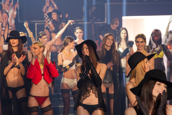 Lily Allen, Rita Ora, M.I.A., and Lykke Li Perform at the Etam Fashion Show in Paris [VIDEO]