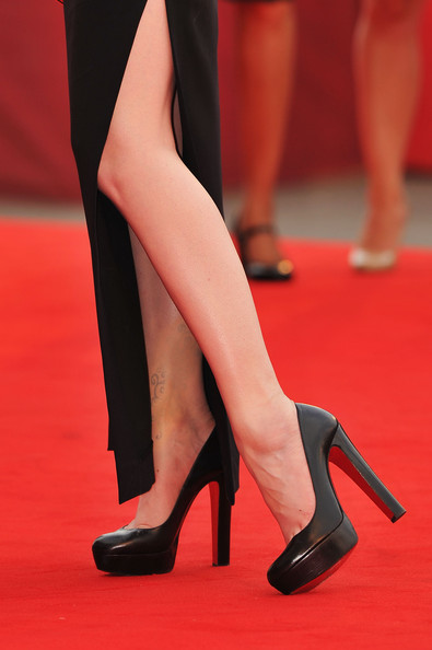 "Evan Rachel Wood Actress Evan Rachel Wood (shoe detail) attends the ""Mildred Pierce"" premiere during the 68th Venice Film Festival at Palazzo del Cinema on September 2, 2011 in Venice, Italy."