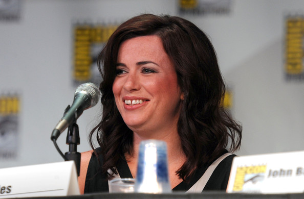 Eve Myles - Photo Gallery