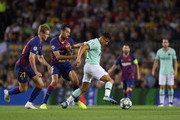 Alexis Sanchez of Inter Milan is closed down by Sergio Busquets of FC Barcelona during the UEFA Champions League group F match between FC Barcelona and FC Internazionale at Camp Nou on October 02, 2019 in Barcelona, Spain.