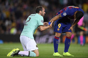 Luis Suarez of FC Barcelona and Roberto Gagliardini of Inter Milan  during the UEFA Champions League group F match between FC Barcelona and FC Internazionale at Camp Nou on October 02, 2019 in Barcelona, Spain.