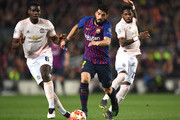 Luis Suarez of Barcelona runs with the ball during the UEFA Champions League Quarter Final second leg match between FC Barcelona and Manchester United at Camp Nou on April 16, 2019 in Barcelona, Spain.