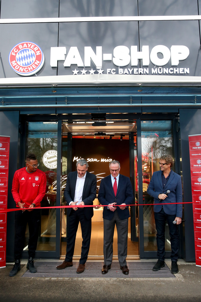 fc bayern muenchen opens new fan shop zimbio. Black Bedroom Furniture Sets. Home Design Ideas