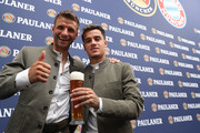 Thomas Mueller of FC Bayern Muenchen smiles with his team mate Philippe Coutinho during the FC Bayern Muenchen and Paulaner photo session at FGV Schmidtle Studios on September 01, 2019 in Munich, Germany.