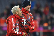 Bayern Munich's striker Thomas Mueller (R) and teammate Brazilian defender Rafinha (L) warm up before the German first division Bundesliga football match between FC Bayern Munich and FC Cologne on December 13, 2017 in Munich. / AFP PHOTO / Christof STACHE / RESTRICTIONS: DURING MATCH TIME: DFL RULES TO LIMIT THE ONLINE USAGE TO 15 PICTURES PER MATCH AND FORBID IMAGE SEQUENCES TO SIMULATE VIDEO. == RESTRICTED TO EDITORIAL USE == FOR FURTHER QUERIES PLEASE CONTACT DFL DIRECTLY AT + 49 69 650050.