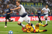 Harry Kane of Tottenham Hotspur runs with the ball under pressure from Samir Handanovic of Inter Milan during the Group B match of the UEFA Champions League between FC Internazionale and Tottenham Hotspur at San Siro Stadium on September 18, 2018 in Milan, Italy.