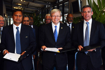 Reynald Temarii FFA Signs Agreement At The Pacific Island Leaders Forum