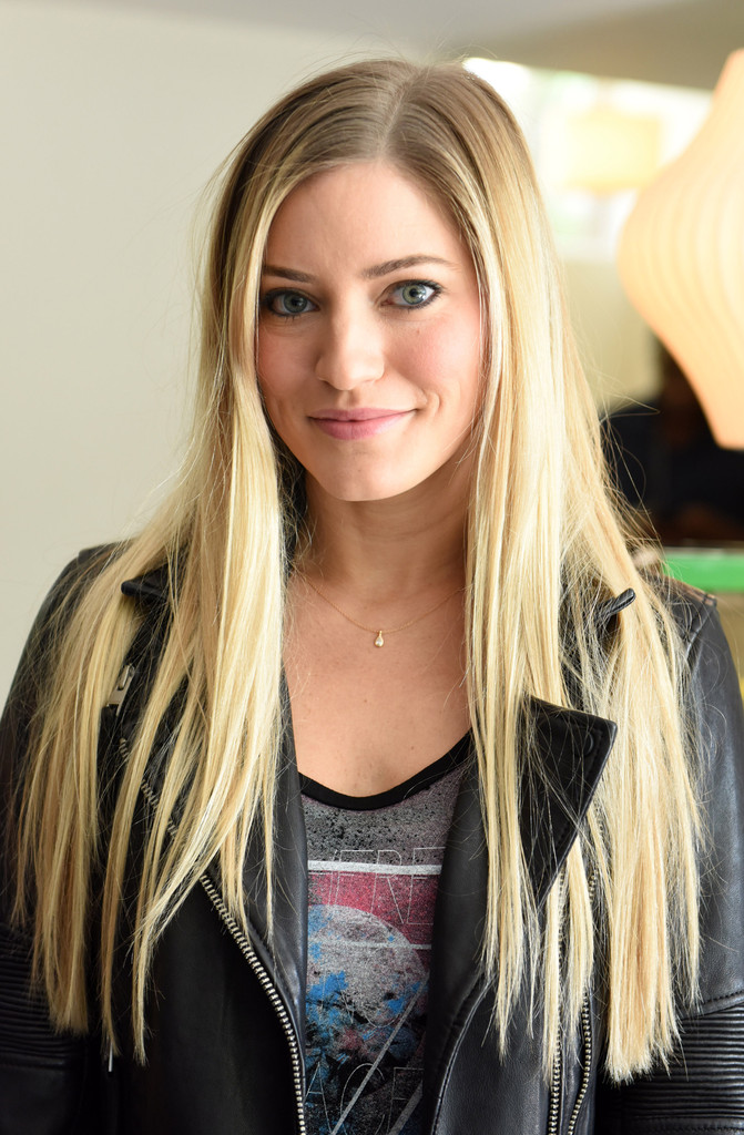 iJustine Photos Photos - Fallout 4 Video Game Preview