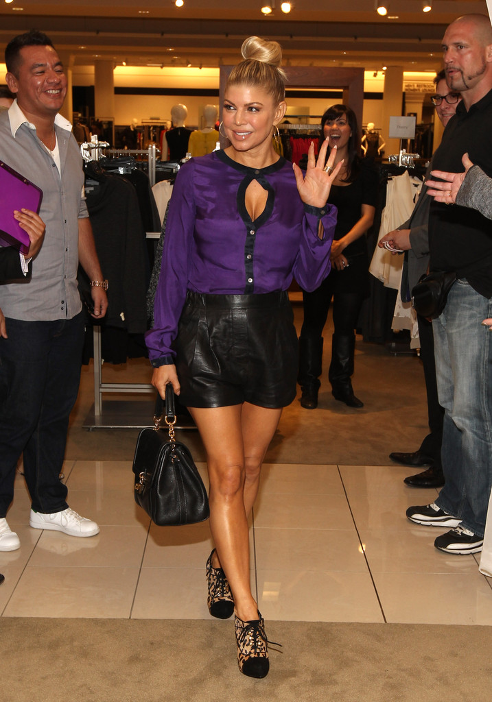 Nordstrom The Grove >> Fergie Makes Surprise Appearance At Nordstrom The Grove To Debut The