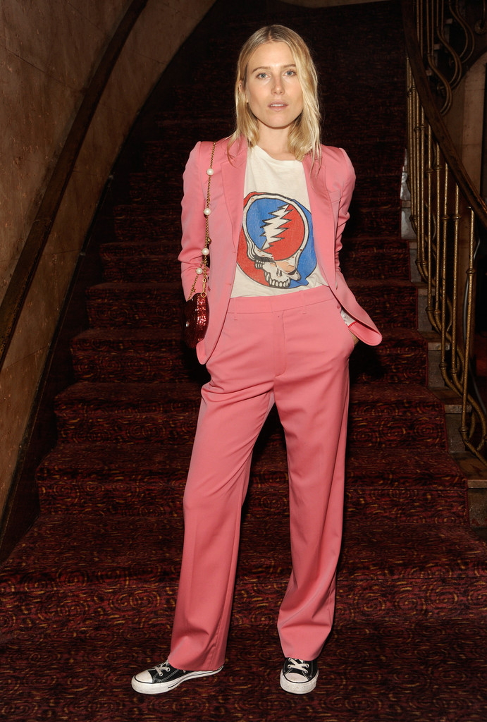 58f2a5d3 10 Outfit Ideas to Steal From the Stars This Week - Fashion Guide ...