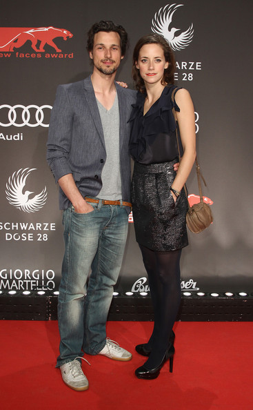 Family photo of the actor, dating Anja Knauer, famous for Die Vermessung der Welt & Berlin.