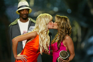 Paris Hilton In Focus: Celebrity Stage Smooches