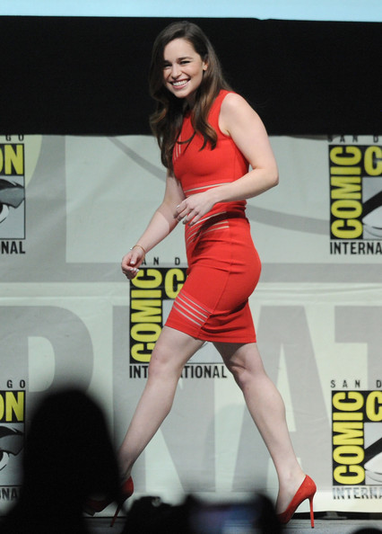 http://www3.pictures.zimbio.com/gi/Game+Thrones+Panel+Comic+Con+International+9pAl27x3Lfyl.jpg