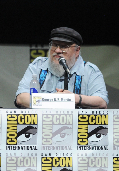 http://www3.pictures.zimbio.com/gi/Game+Thrones+Panel+Comic+Con+International+eA6BnEbj4sgl.jpg