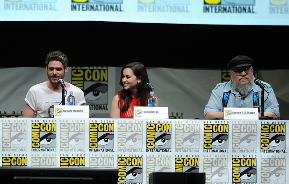 http://www3.pictures.zimbio.com/gi/Game+Thrones+Panel+Comic+Con+International+qBbBvLznMu6l.jpg