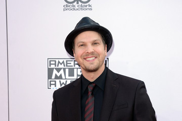 Gavin Degraw Arrivals at the American Music Awards — Part 3