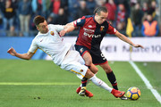 Stephan El Shaarawy of Roma and Diego Laxalt of Genoa vie for the ball during the Serie A match between Genoa CFC and AS Roma at Stadio Luigi Ferraris on November 26, 2017 in Genoa, Italy.