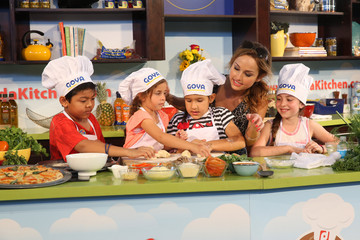 Giada De Laurentiis Fun and Fit as a Family sponsored by Carnival featuring Goya Kidz Kitchen hosted by Robert Irvine - Food Network South Beach Wine & Food Festival
