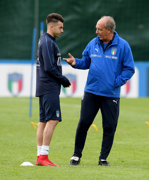 Italy Training Session [sports,player,team sport,ball game,sports equipment,training,sports training,coach,grass,service,italy gian piero ventura,stephan el shaarawy,r,chat,italy,training ground,florence,club,italy training session,training session]