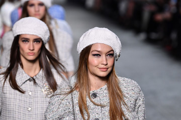 Gigi Hadid Chanel Cruise 2018/2019 Collection : Runway