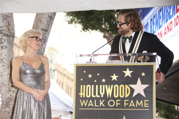 Gillian Anderson Gillian Anderson Honored With Star on the Hollywood Walk of Fame