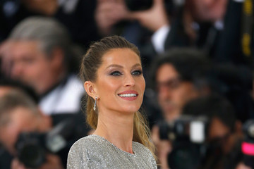 Gisele Bundchen 'Rei Kawakubo/Comme des Garcons: Art of the In-Between' Costume Institute Gala - Outside Arrivals