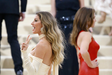 Gisele Bundchen Heavenly Bodies: Fashion & The Catholic Imagination Costume Institute Gala - Outside Arrivals