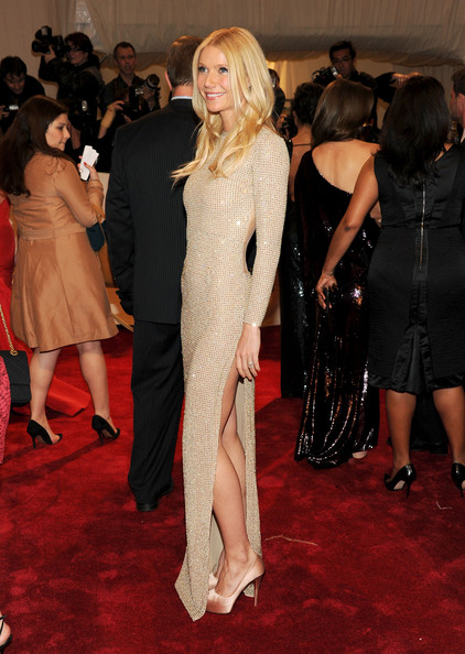 http://www3.pictures.zimbio.com/gi/Gwyneth+Paltrow+Alexander+McQueen+Savage+Beauty+gk_9t61WHCdl.jpg
