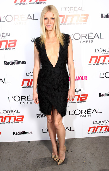 http://www3.pictures.zimbio.com/gi/Gwyneth+Paltrow+Gwyneth+Paltrow+Poses+Backstage+8KkwsCBAHUZl.jpg