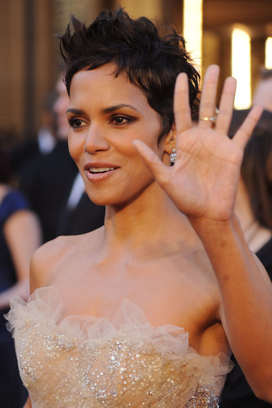 Halle Berry Short Haircut 2011. halle berry hairstyles 2011.