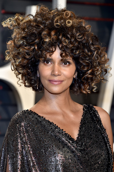2017 Vanity Fair Oscar Party Hosted By Graydon Carter - Arrivals [oscar party,vanity fair,hair,hairstyle,fashion model,beauty,fashion,ringlet,long hair,black hair,layered hair,hair coloring,beverly hills,california,wallis annenberg center for the performing arts,halle berry,graydon carter - arrivals,graydon carter]