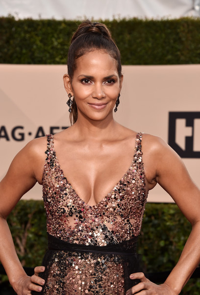 24th Annual Screen Actors Guild Awards - Arrivals [hair,fashion model,beauty,hairstyle,lady,shoulder,flooring,fashion,girl,long hair,arrivals,halle berry,screen actors guild awards,los angeles,california,the shrine auditorium]