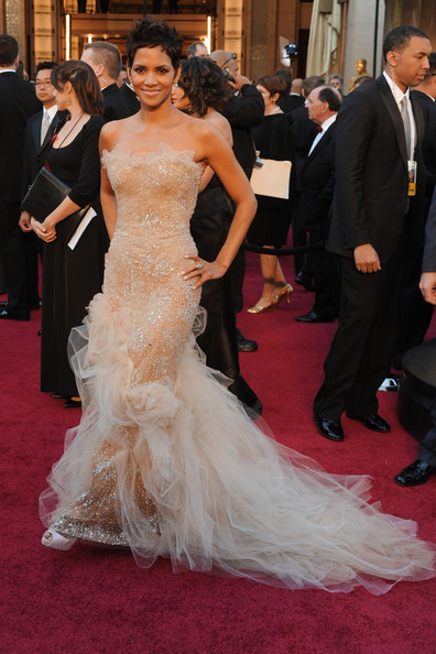 Halle Berry Actress Halle Berry arrives at the 83rd Annual Academy Awards held at the Kodak Theatre on February 27, 2011 in Hollywood, California.